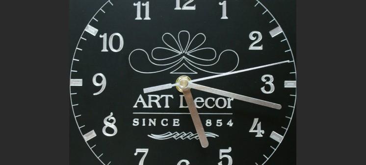 Zegar grawerowany z aluminium